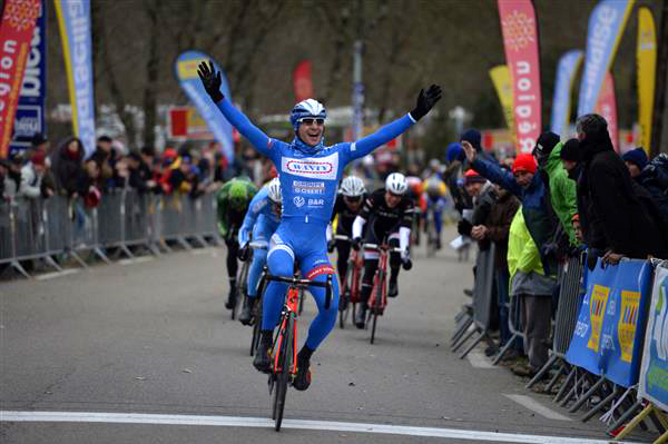 Roy Jans wins stage 2